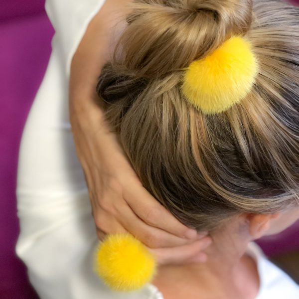 Žltá gumička do vlasov s norkou