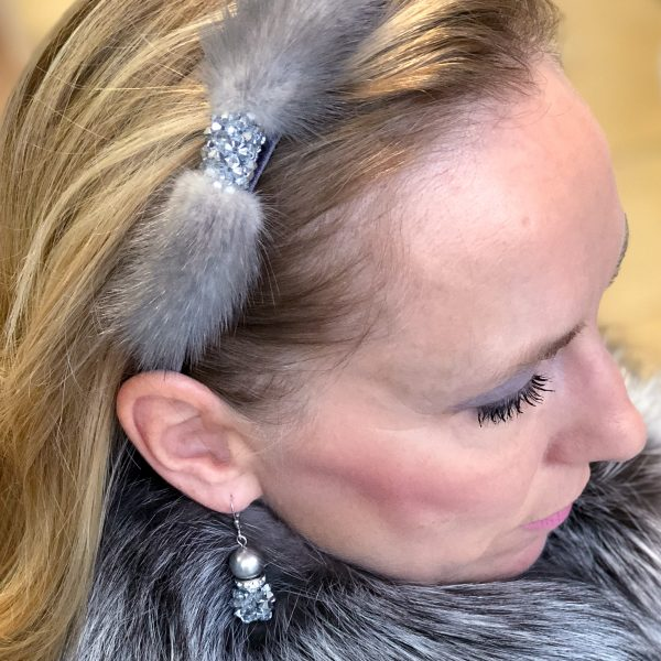 Sivá čelenka s norkou