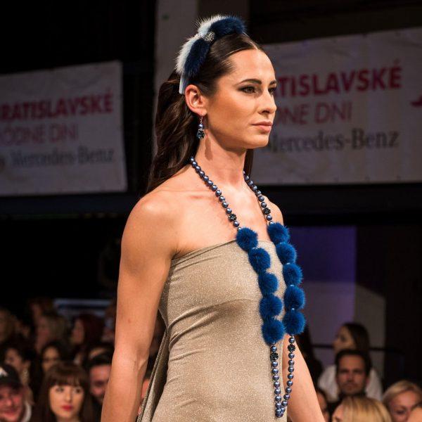 Modrá čelenka do vlasov s norkou